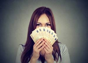 Sofort Geld aufs Konto // Foto: istock/SIphotography