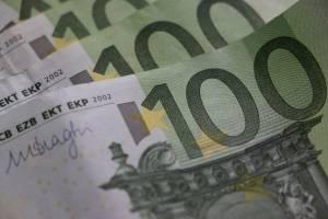 300 Euro sofort leihen: mit einem Minikredit. Foto: istock/Josip Matanovic